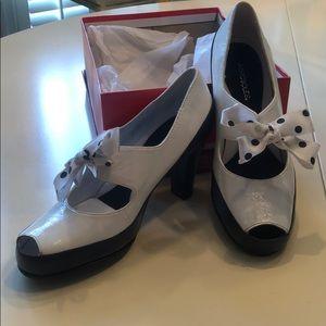 Aero soles white and black heels size 6.5